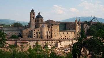 Urbino-palazzo_e_borgo-2