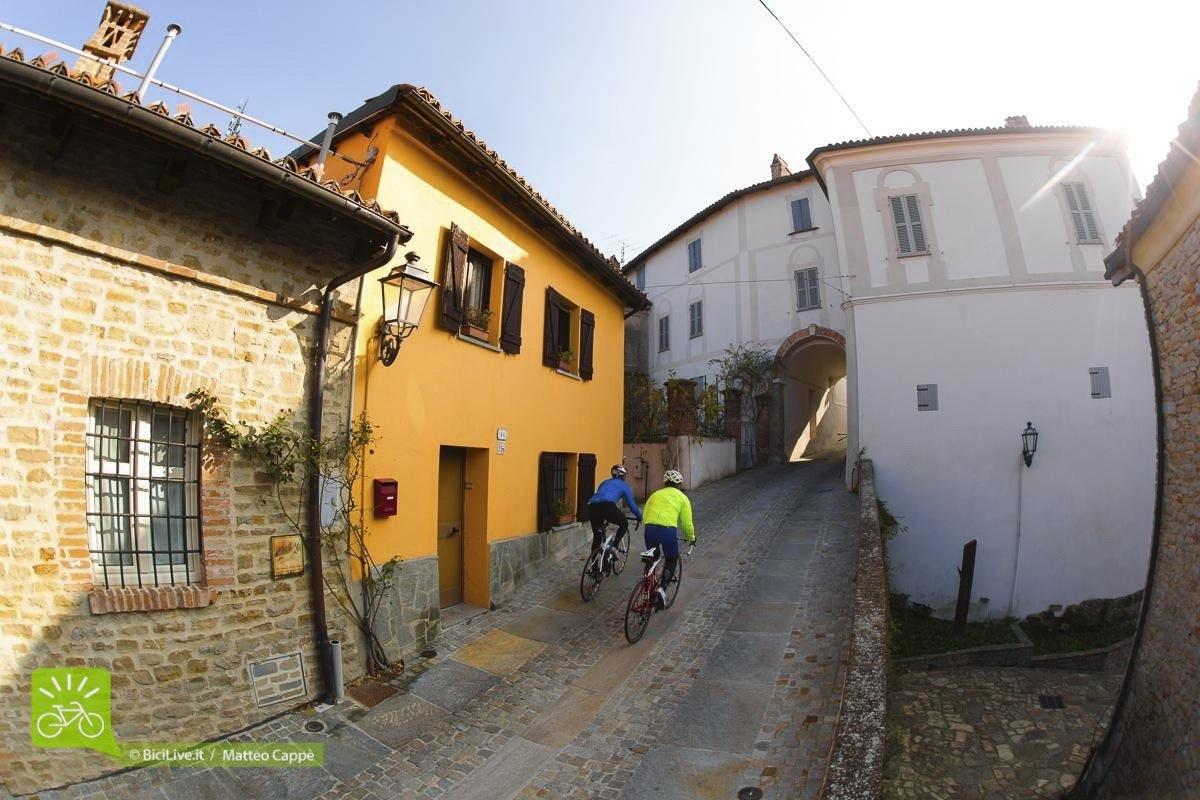 superenduro_broad_strada_Monchiero_Guala_langhe_2015