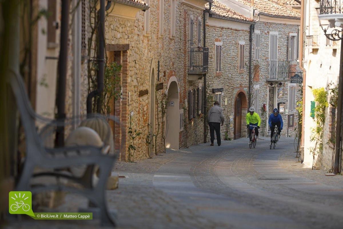 superenduro_broad_strada_Monchiero_Guala_langhe_2015_02.jpg