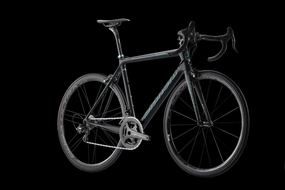 Il modello Specialissima Bianchi in versione nero opaco con grafiche #CK16