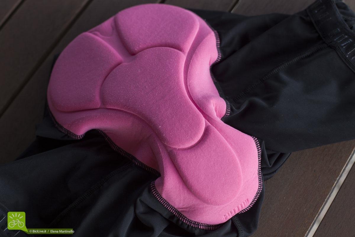 Il fondello dei pantaloncini ZeroRh+ è molto comodo e ha una forma anatomica disegnato appositamente per le donne. Ottimo per passare molte ore in sella alla bici.