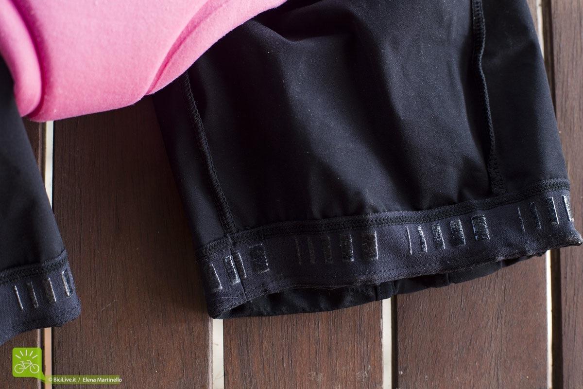 L'elastico nel fondo gamba ha piccole parti in silicone che non fanno scivolare il pantaloncino, mantenendolo in posizione
