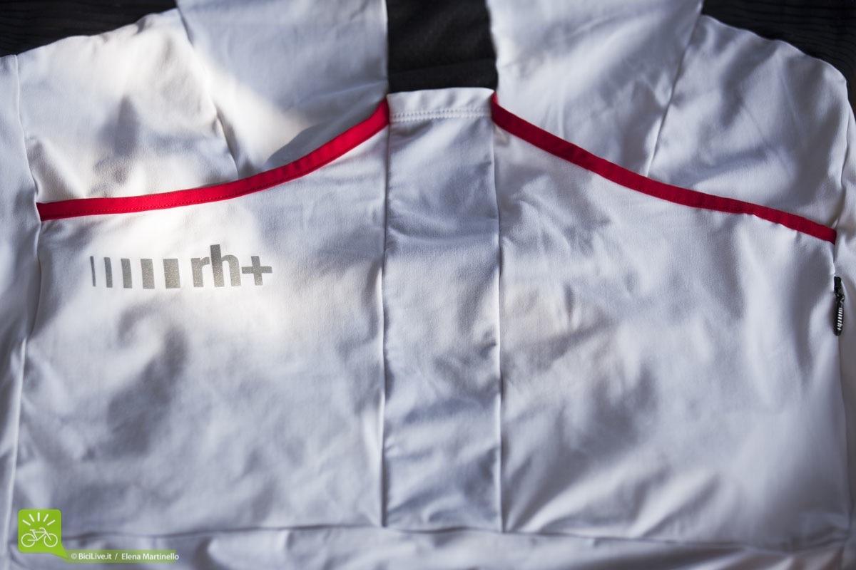 Le tasche della maglia RH+ REVO woman sono ampie e capienti