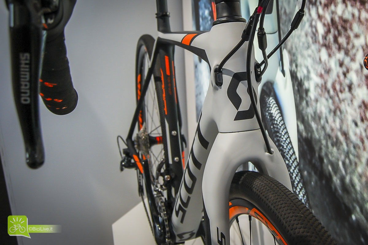 EuroBike_Scott_gravel_disc_Addict_all_road_broad_b_road_2016_2BA.jpg