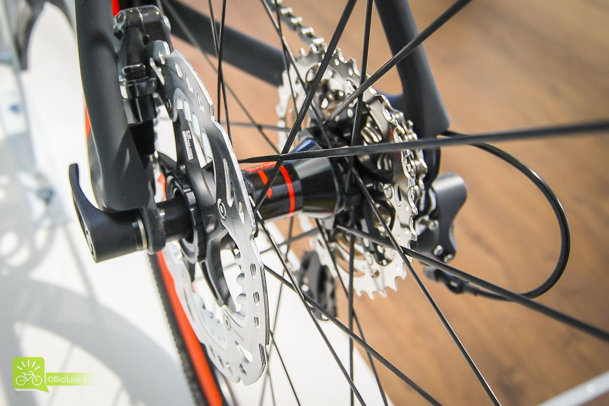 EuroBike_Scott_gravel_disc_Addict_all_road_broad_b_road_2016_3BB.jpg