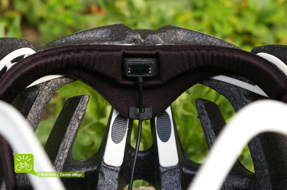 Dettaglio interni casco Lazer Santini z1 con sensore lifebeam