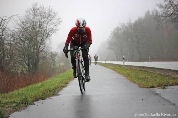 Paola Gianotti sotto il canale di Kiel durante Bike the Nobel