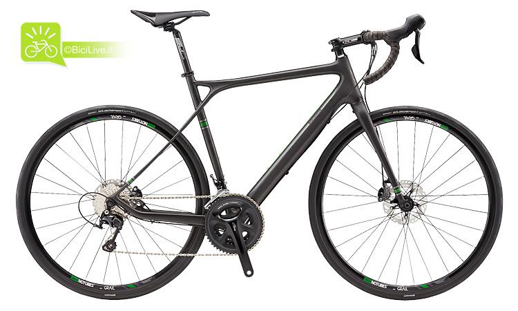 Una bicicletta gravel enduroad gt grade