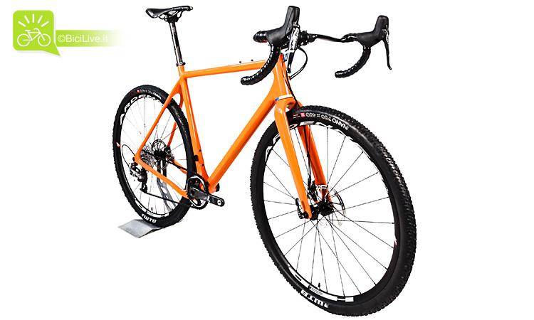 Una bicicletta gravel Open U. P.