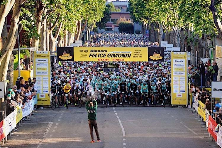 La partenza della Granfondo Felice Gimondi a Bergamo