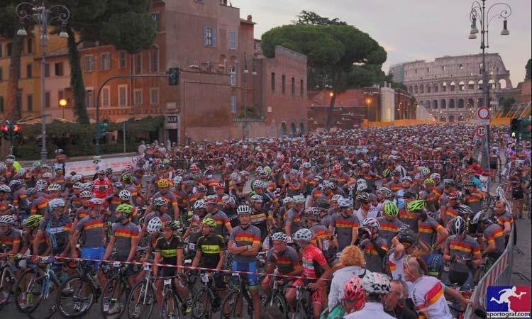 La partenza della Granfondo di Roma del 2014