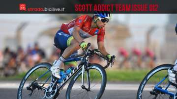 Ciclista sulla bici da corsa Scott Addict Team Issue Di2