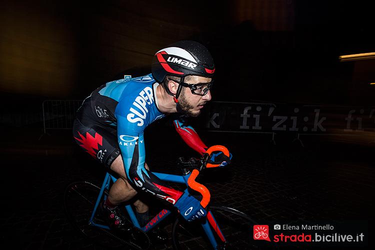 Un biker impegnato in una fase della gara durante la prima edizione del Criterium Checkmate Oakley di Marostica
