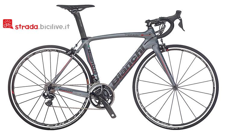 foto della bicicletta da corsa bianchi-oltre-xr-2- con gruppo Shimano-Dura-Ace-Di2-11v-Compact