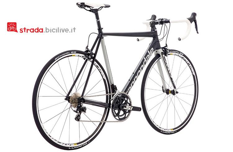 Il modello 105 della bicicletta da strada Cannondale Caad12