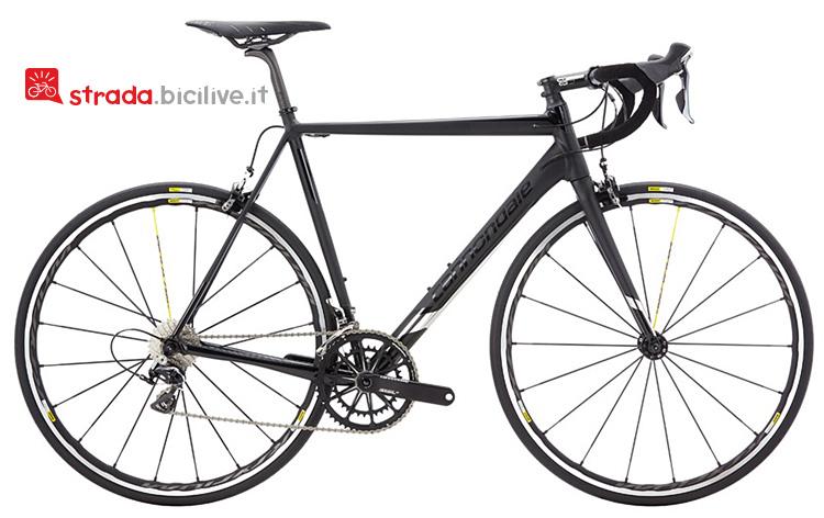 Il modello Black Inc della bicicletta da strada Cannondale Caad12