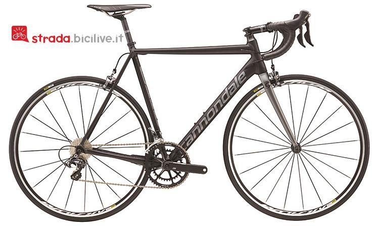 Il modello Ultegra della bicicletta da strada Cannondale Caad12