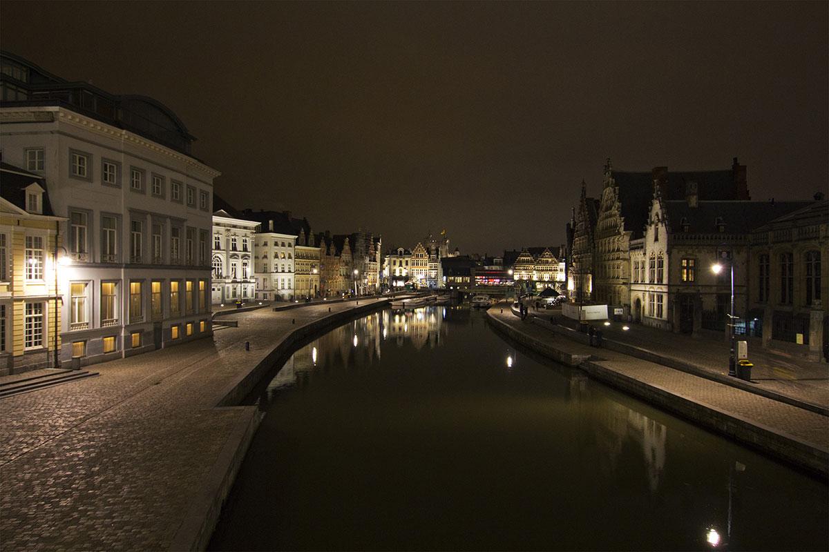Gent città delle Fiandre di notte