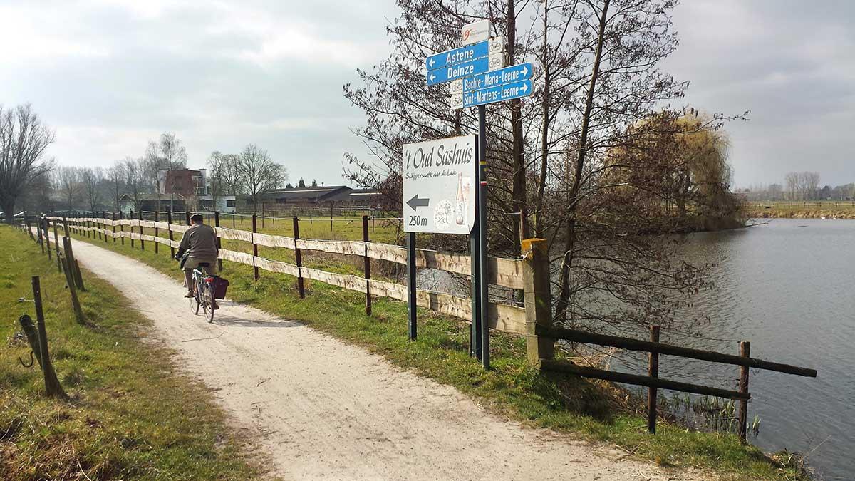 Sentiero ciclabile nelle Fiandre