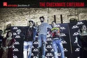 Il podio della Criterium Checkmate Oakley a Marostica destinato a biciclette a scatto fisso o fixed