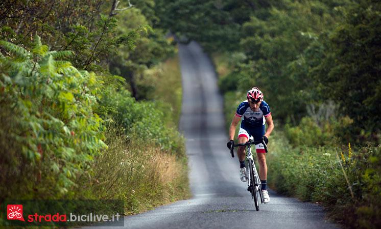 un ciclista impegnato in un allenamento per ritornare in forma