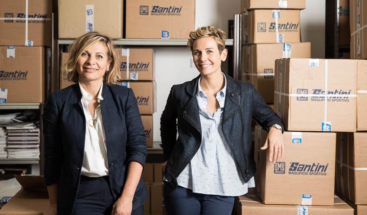 Nella foto si vedono Monica e Paola Santini, figlie di Pietro Santini, fondatore di Santini Maglificio Sportivo