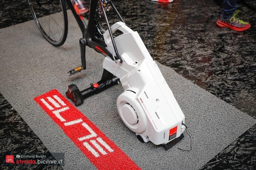 Foto di un particolare del rullo ciclismo di Elite Drivo