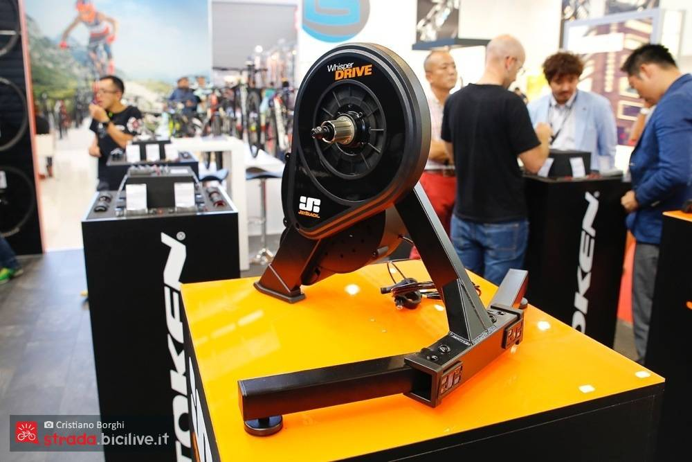Foto del rullo ciclismo di Jet Black Whisper Drive Pro