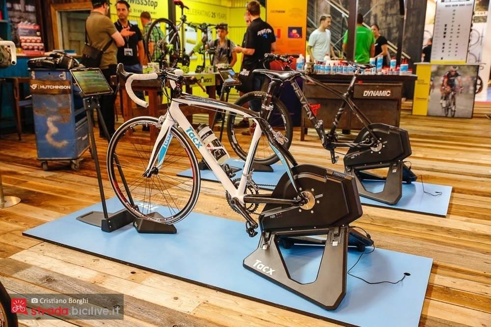 Foto del rullo ciclismo di Tacx Flux Smart