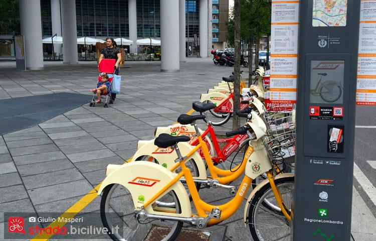 biciclette del bike sharing BikeMi a Milano