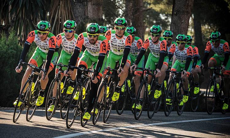 gruppo di ciclisti del team UCI Bardiani-CSF
