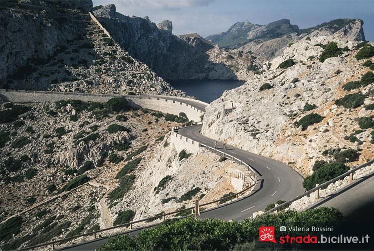 panorama della strada da percorrere in bicicletta a Maiorca