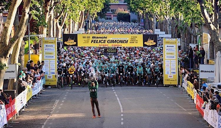 partenza della granfondo di ciclismo Bianchi Gimondi
