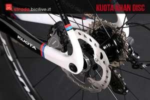 kuota khan disc con telaio in carbonio e freni a disco