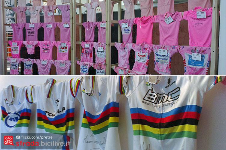 maglia rosa e maglia iridata al museo del ciclismo della madonna del ghisallo