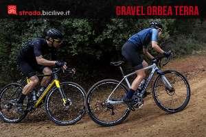 ciclisti pedalano con la gravel bike orbea terra 2017