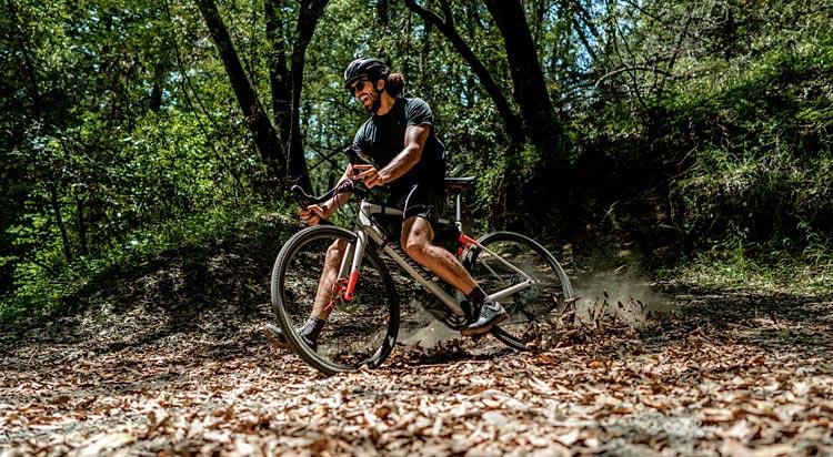 ciclista con la gravel specialized diverge