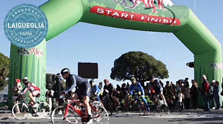Ciclisti all'arrivo dell'edizione 2017 della granfondo Laigueglia