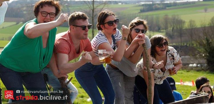 tifosi bevono birra belga al giro delle fiandre