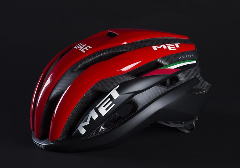 Il casco met Trenta nella colorazione del team Uae 2018