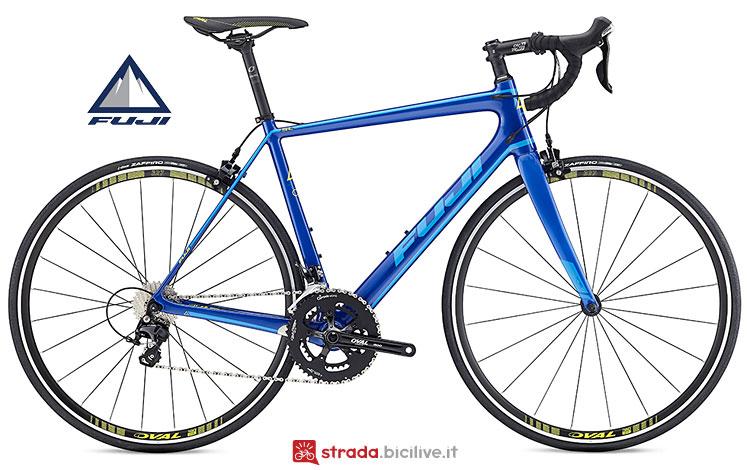 bici in carbonio Fuji entry level