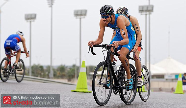Alessandro Fabian impegnato in una gara di triathlon