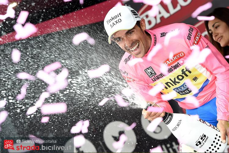 Contador in maglia rosa a Madonna di Campiglio