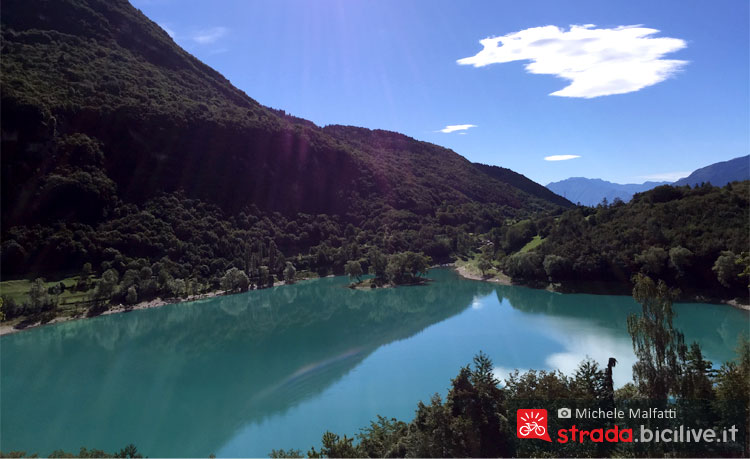 panorama del lago di Tenno in Trentino