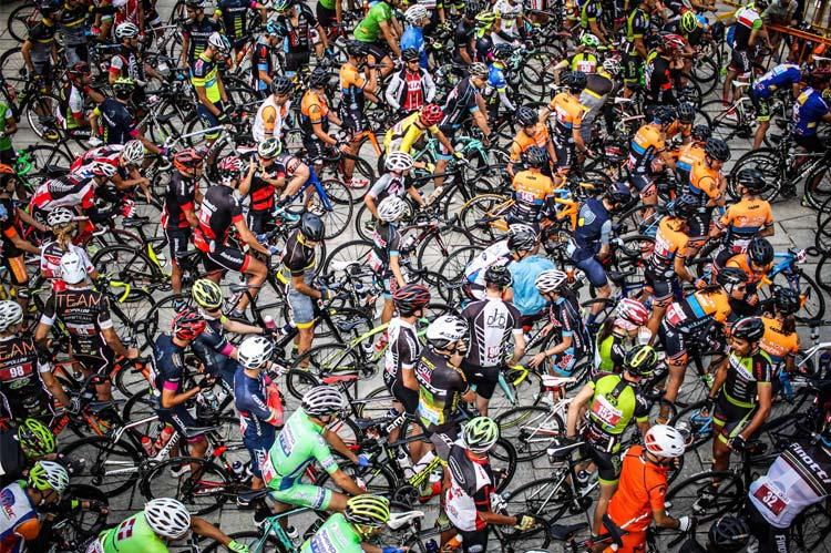 ciclisti alla partenza della GF Top Dolomites 2018