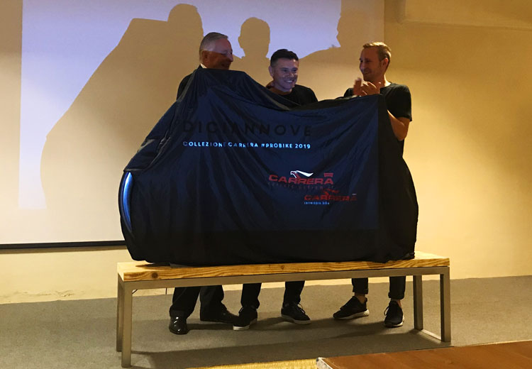 L'ad di Carrera Davide Boifava con il figlio Simone e il responsabile tecnico Luciano Bracchi svelano la nuova collezione probike