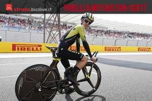 atleta del team Michelton Scott con pneumatici Pirelli