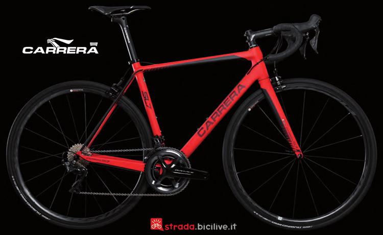 Una bicicletta da corsa Carrera SL7