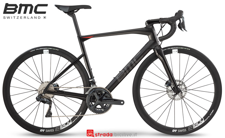 Una bici da endurance BMC Roadmachine 02 One