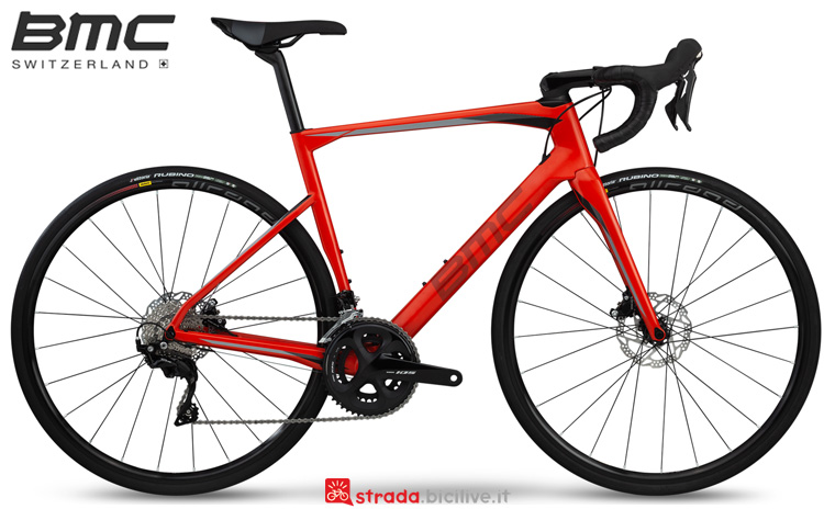 Una bdc BMC Roadmachine 02 Three dalla gamma 2019
